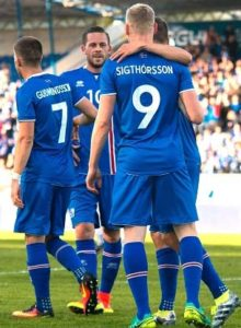 Icelandic football players with father's names on the back of their shirts